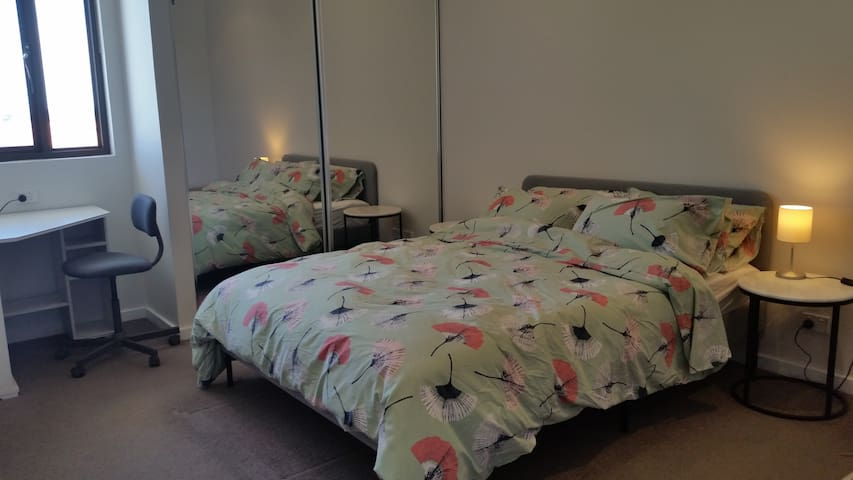 Master bedroom - queen bed and study desk/chair