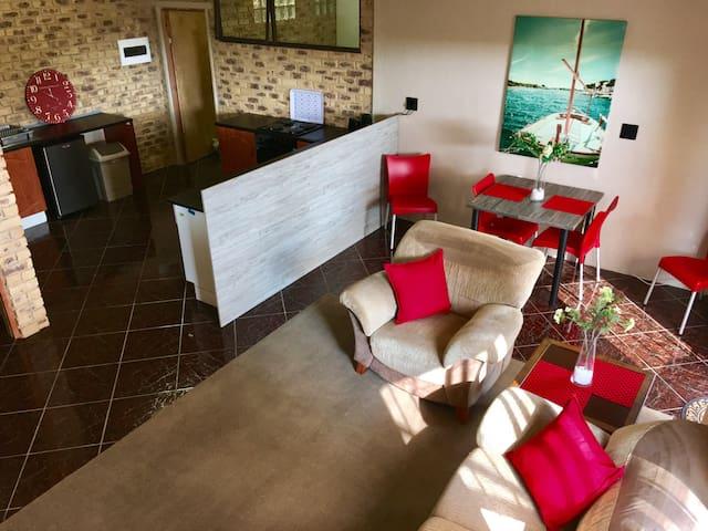 Airport View Self Catering APT - Boksburg - Appartement