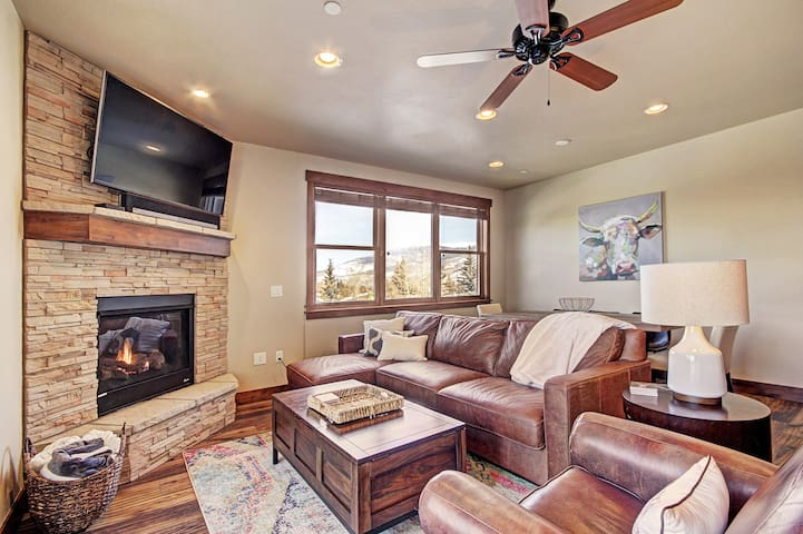 3 Bedroom 2 Bath Condo in Silverthorne - Hot Tub!