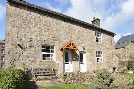 Historic and cosy 1740's Jewel Cottage in Matlock