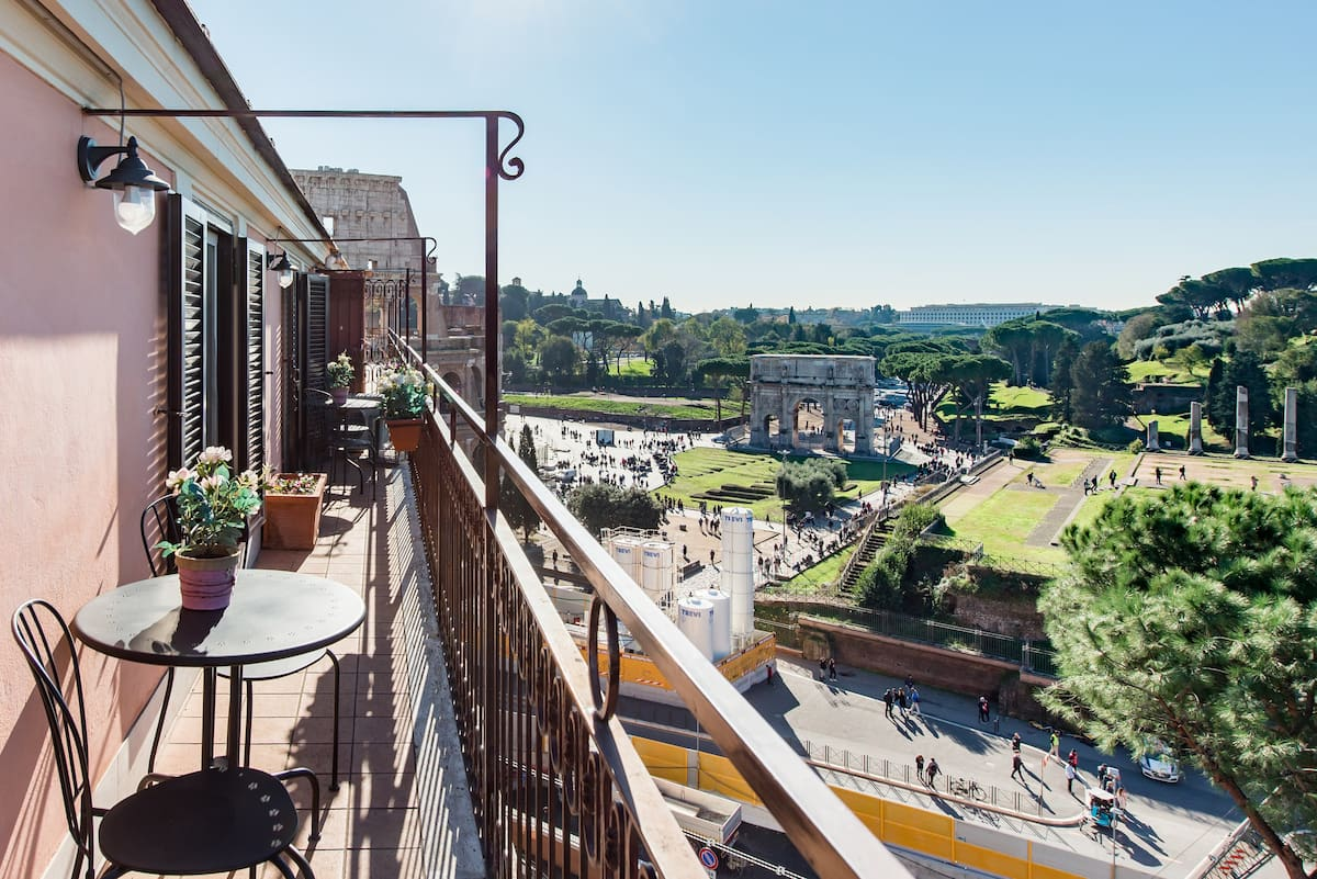 Spacious Penthouse with Stunning Views of Historic Landmarks