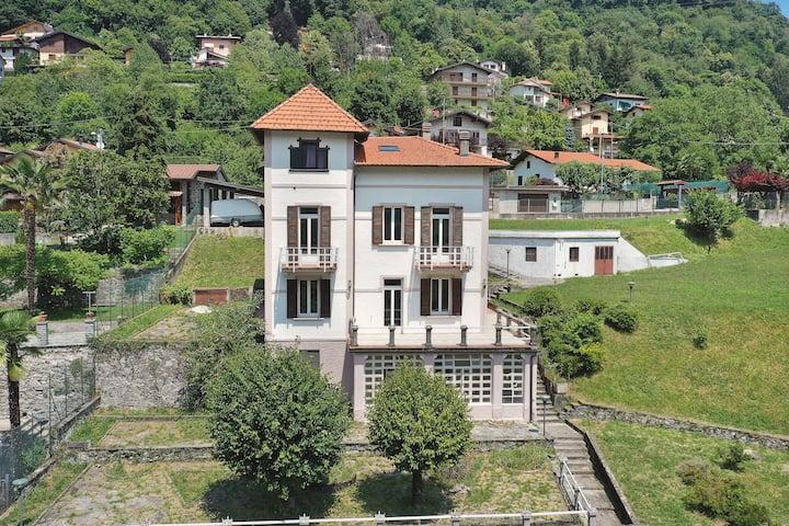 Impeccable 6-Bed Villa in Dizzasco