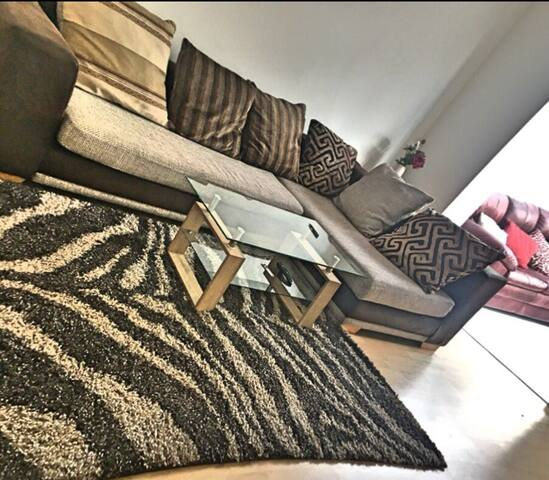 Spacious room with double bed for 2, Twickenham