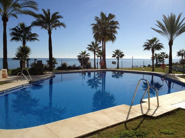 Seafront apartment on Estepona - Málaga - Apartamento
