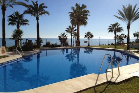 Seafront apartment on Estepona - มาลาก้า