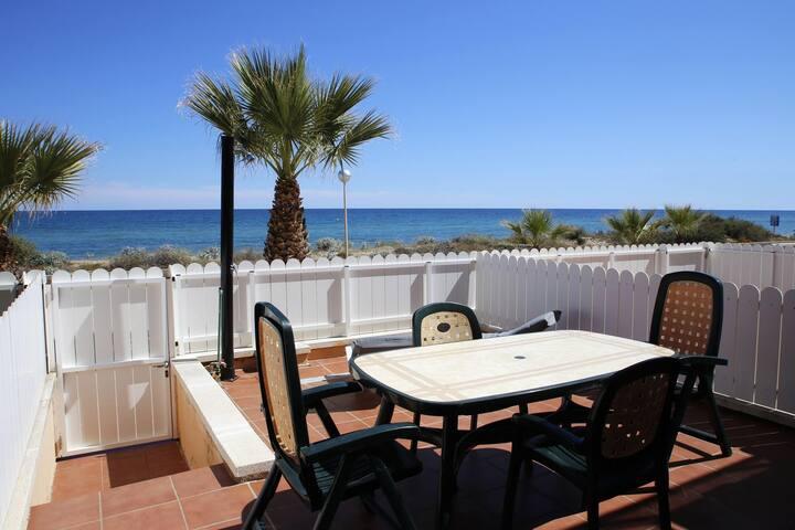 AT152 GARBÍ: Maison pour 8 personnes face à la plage avec vue mer