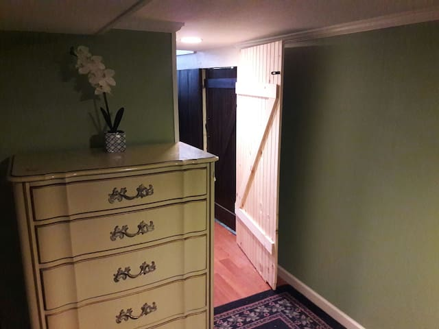 1)Private Studio Style Room Fantastic Patio Area!! - Ewing Township - Flat
