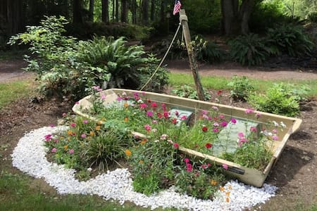 Quiet, private Apt. to relax in a rural forest - Poulsbo