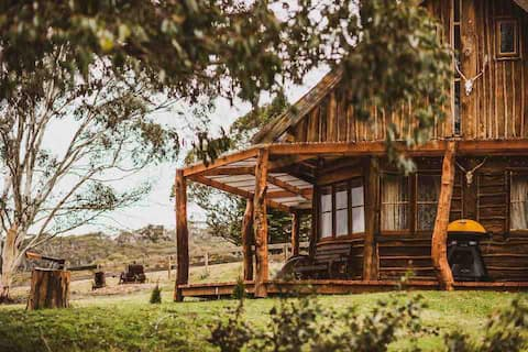 Rustic and secluded log cabin @ Kallarroo