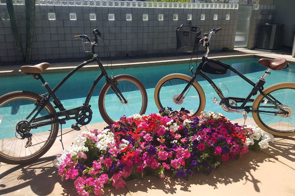 Jump on our guest bicycles to enjoy the scenery of Palm Springs and cruise down main street for dinner, shopping and entertainment!