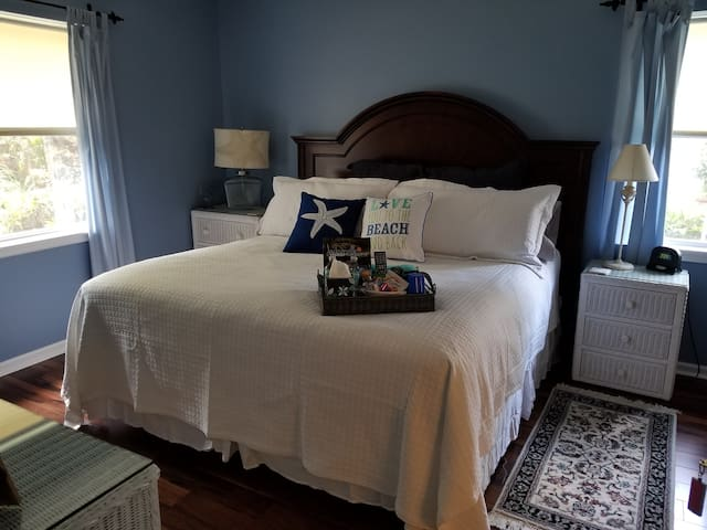 Comfortable Starfish King Suite with Pool
