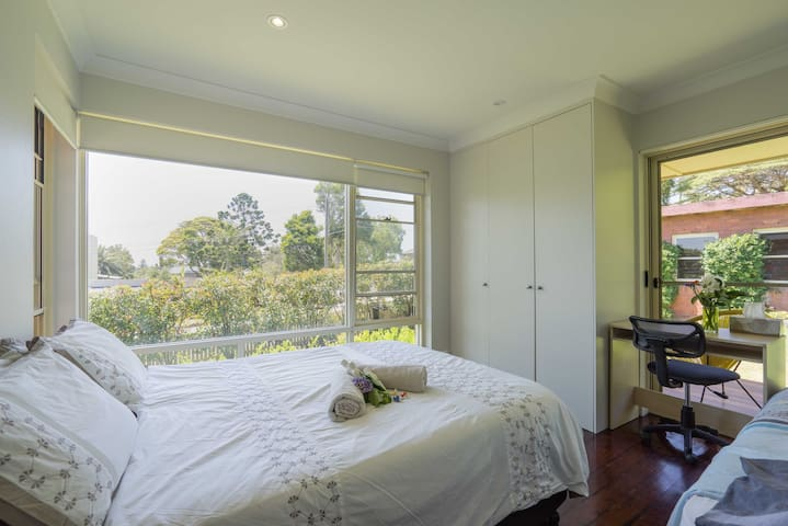 Sunny Room in quiet Manly self contained house - Balgowlah Heights