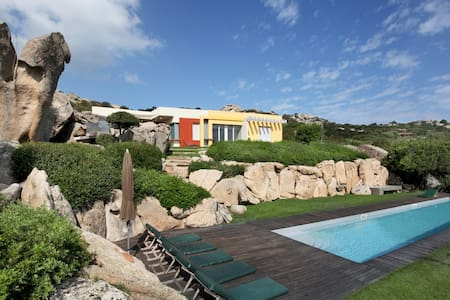 Exclusive villa with swimming pool - Punta Sardegna