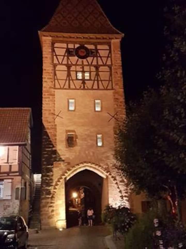 Le clocher aux cigognes au village de Bergheim