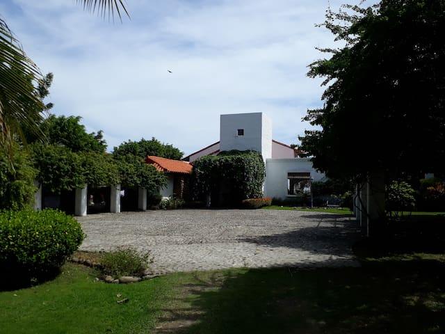 Lyralba Beachfront, Punta Barco, San José