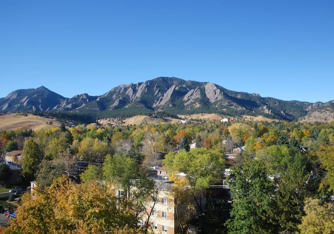 Amazing Views and Space Downtown Boulder Pearl St