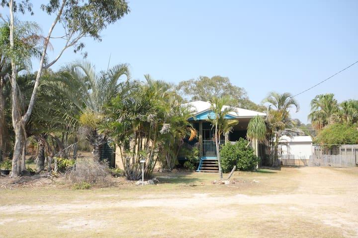 Castaway Beach House, centrally located.