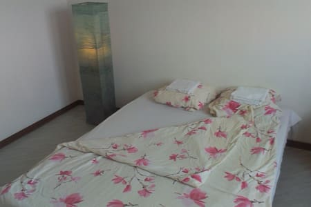 Cheap and comfortable close to the city centre! - Appartement