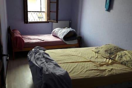 Chambre dans maison de village - Aubiet - Ev