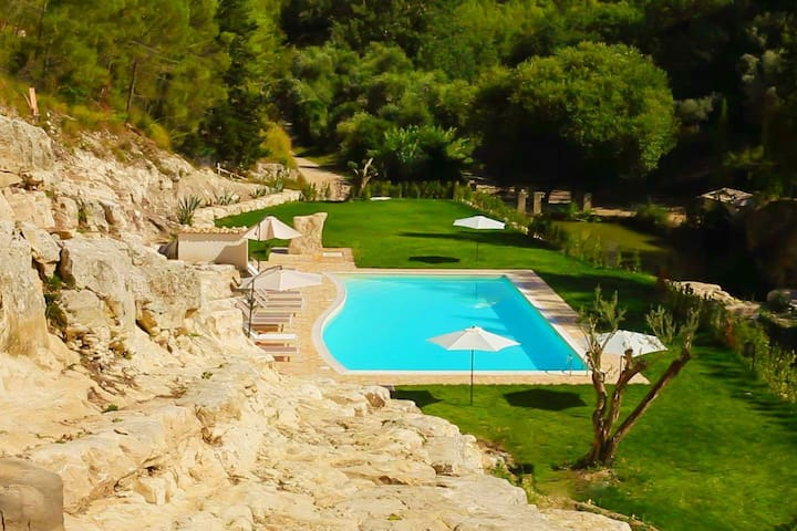 Completely surrounded by nature, a lovely pool, sun, relax!