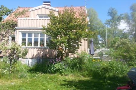 House in Enskede, Stockholm - สตอกโฮล์ม