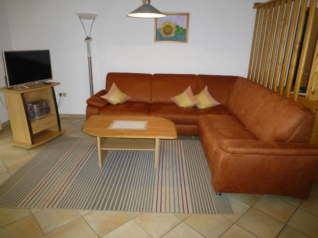 Ferienhaus Sonne (Pleinfeld), Geräumige Ferienwohnung 1 (60qm) mit Terrasse kostenfreiem WLAN