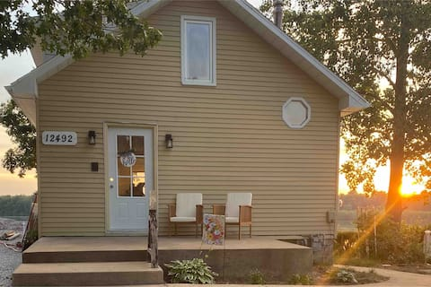 Lakefront cottage w/ beach. Newly updated.