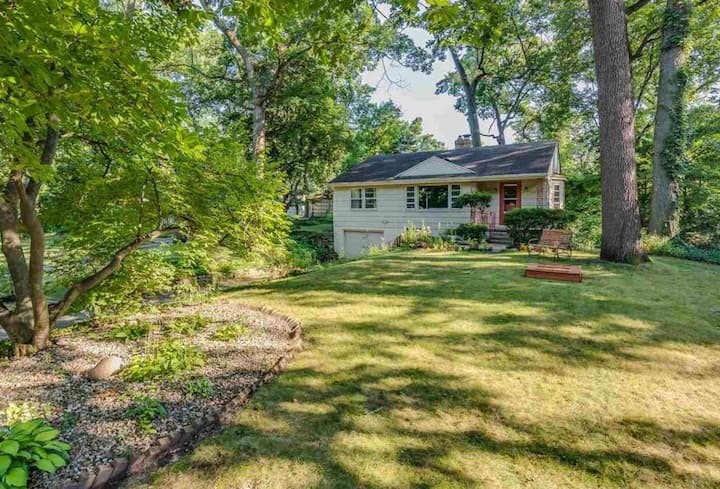 New Listing! Wooded Estates, <1 mile to campus!