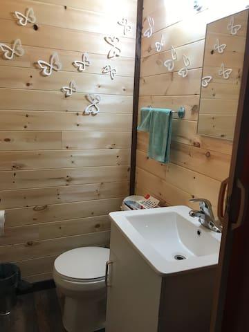 Washroom (no shower and no hot water)
