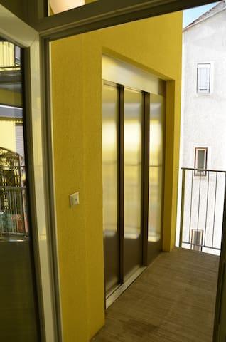 In den 3ten Stock gehts auch per Lift :-)