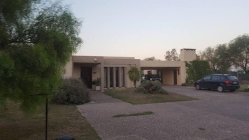 Casa Country San Isidro (Villa Allende)