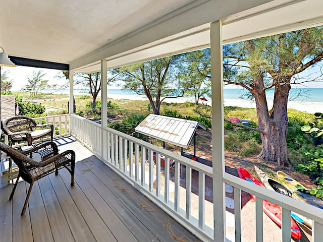 Beautifully Decorated 3BR w/ Private Path to Beach