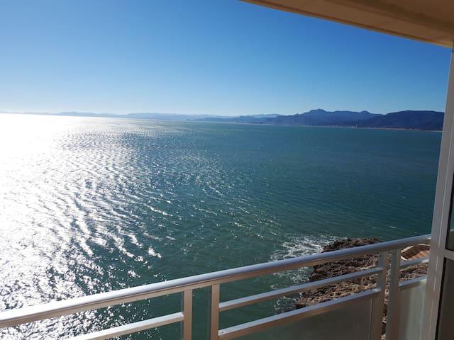 Dúplex con terraza en primerísima línea de mar