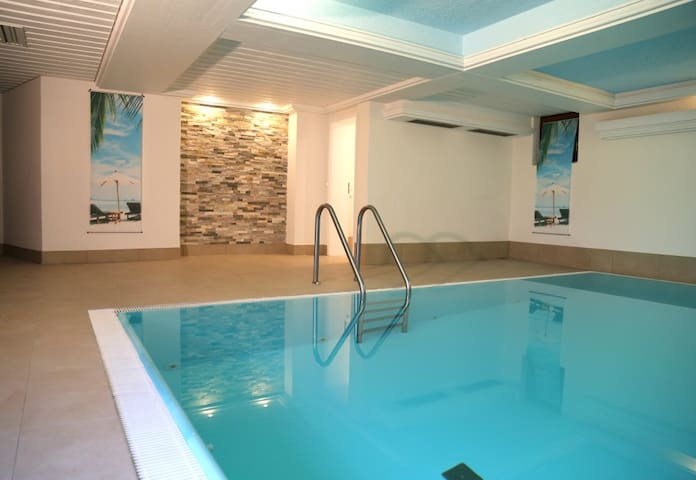 cozy apartment, 1 bedroom, indoor pool & sauna - Baiersbronn - Гестхаус