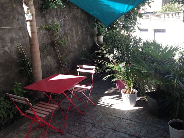 Quiet & bright apartment with terrace near theatre - Vienne - Wohnung