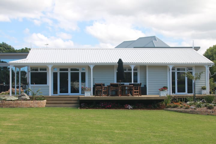 Little Manly Beach Villa with Hotel Service - Whangaparaoa - Villa