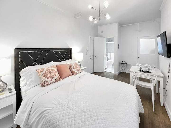Clean & Cozy Studio Apartment - West End Vancouver