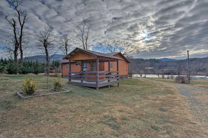 NEW! Riverfront Hot Springs 3BR Cabin w/Hot Tub