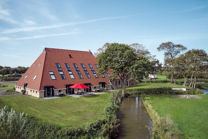 NIEUW 6 pers boerderijwoning VanderValk Leeuwarden