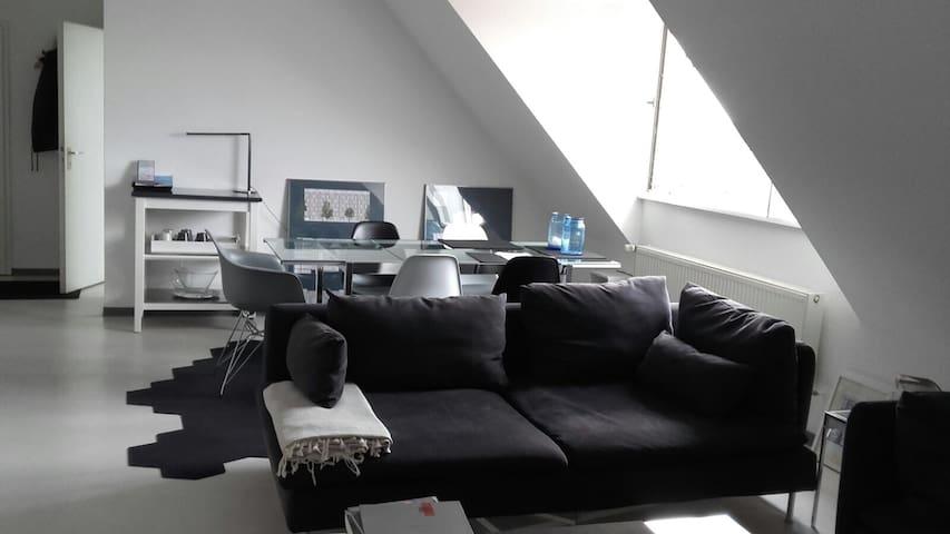 2-Zi. DG-Wohnung / 2 Rooms Rooftop Apartment - Hamburgo - Departamento