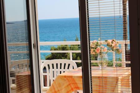 6 Рафаиловичи, Апартамент, вид на море - Rafailovići - Bed & Breakfast