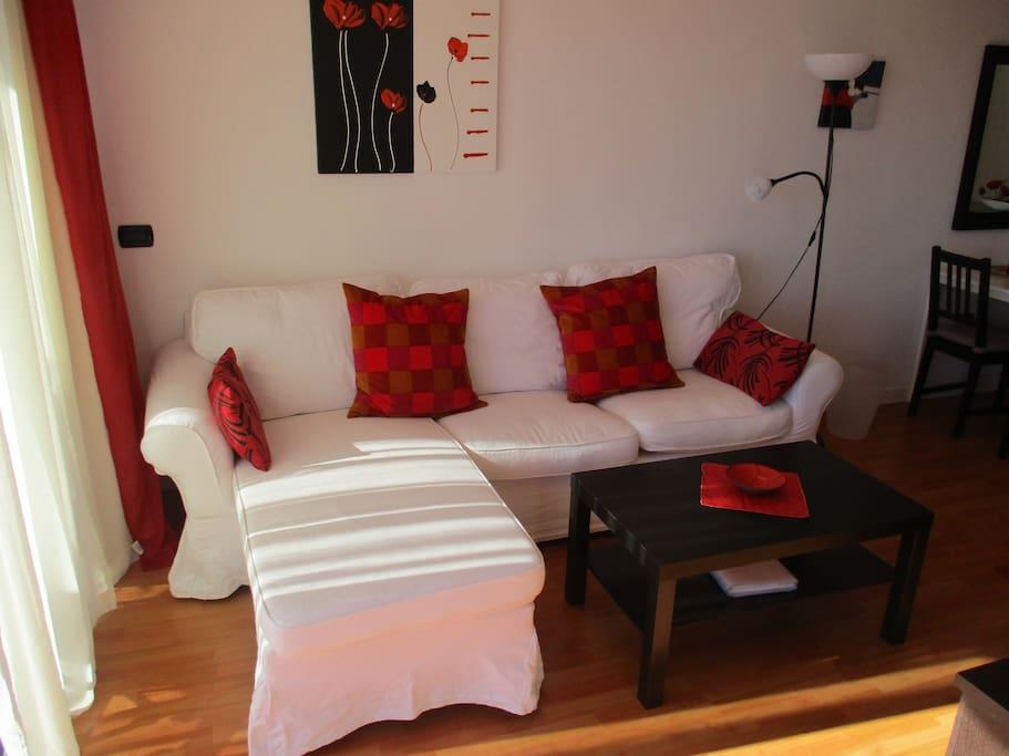Bequeme Couch mit Ottomane