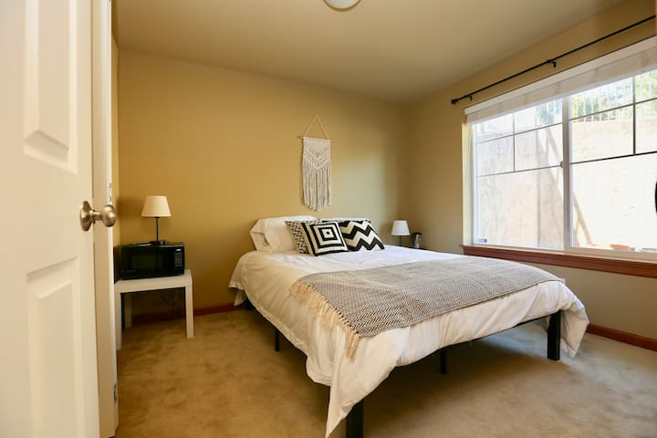Ground floor bed/bath with Easy DT Access!