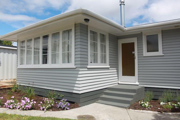 Taupo Holiday Home - Taupo - Rumah