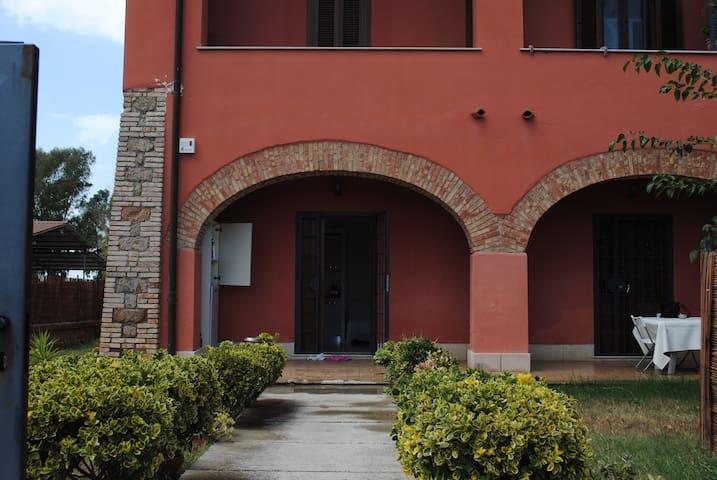 Appartamento in casale Nuova Fiera di Roma