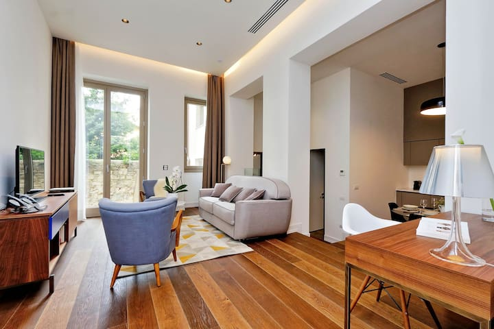 DELUXE ONE BEDROOM, UP TO 4 GUESTS, 61 SQM