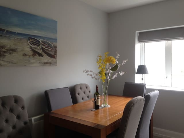 Beautiful Airy Apartment in Salthill