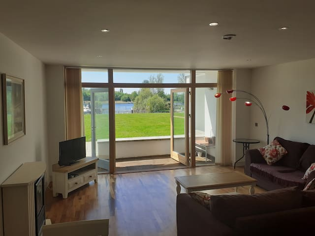 Best views and sunsets in this 2 bed apt Athlone