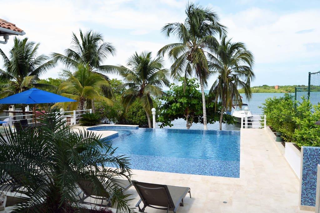 Hermosa casa privada de Lujo en la bahía mas linda de Barú- Cholón!