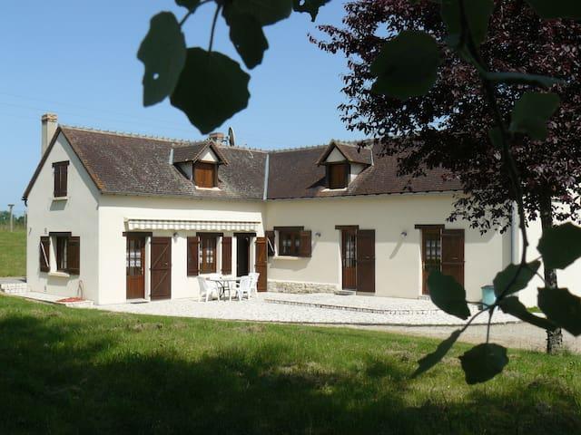 Maison familiale dans petit hameau de Brenne
